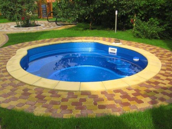 басейн на дачі