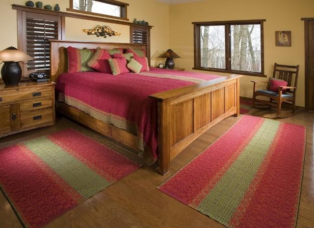 коврик перед кроватью