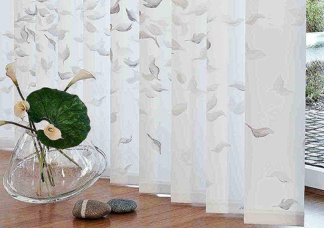 Вертикальные пластиковые жалюзи в интерьере