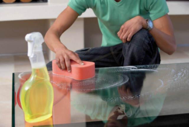 Как ухаживать за мебелью из стекла
