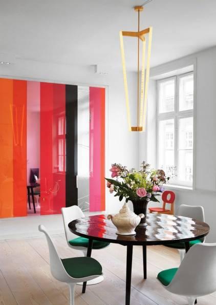 Цветная стеклянная перегородка