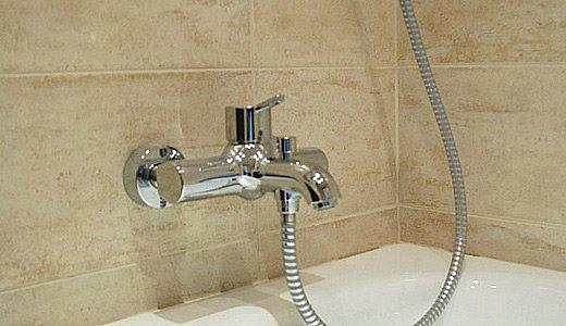 способы монтажа смесителя в ванной