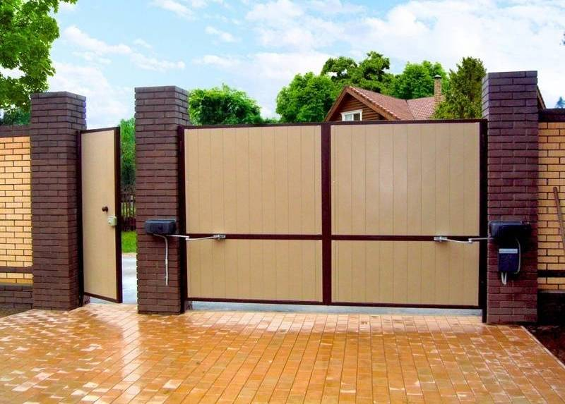 автоматические распашные ворота на даче