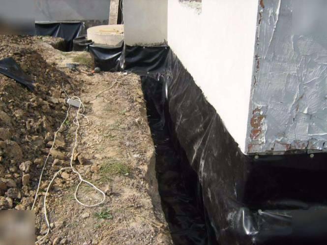Черная полиэтиленовая пленка для гидроизоляции фундамента