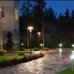 Вуличне освітлення заміського будинку