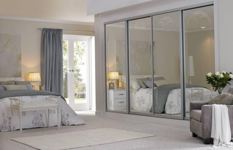 Зеркало в интерьере спальни