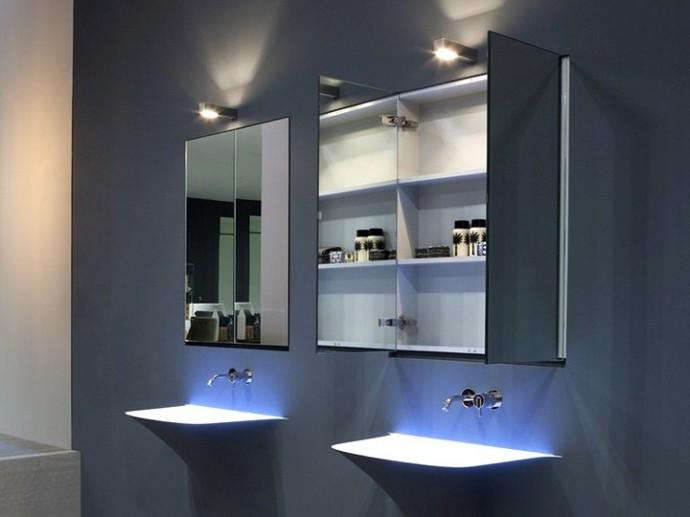 Зеркальный шкаф для ванной комнаты с подсветкой