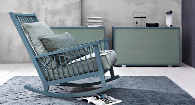 кресла-качалки в интерьере гостиной
