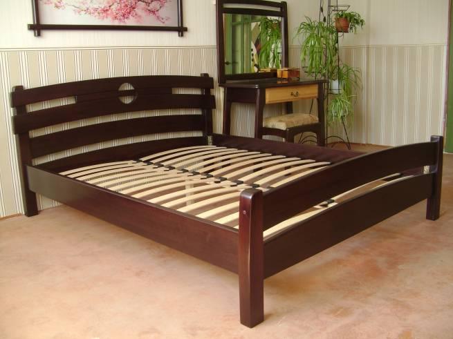 разновидности кроватей из массива