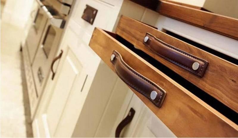 Какие ручки для мебели выбрать для кухни в стиле модерн