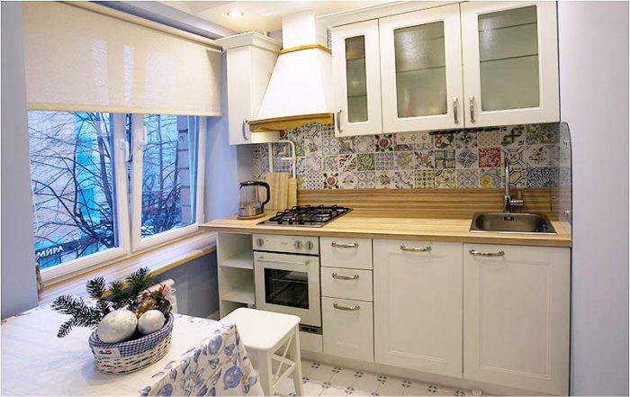 Классические (стандартные) рулонные шторы на кухне