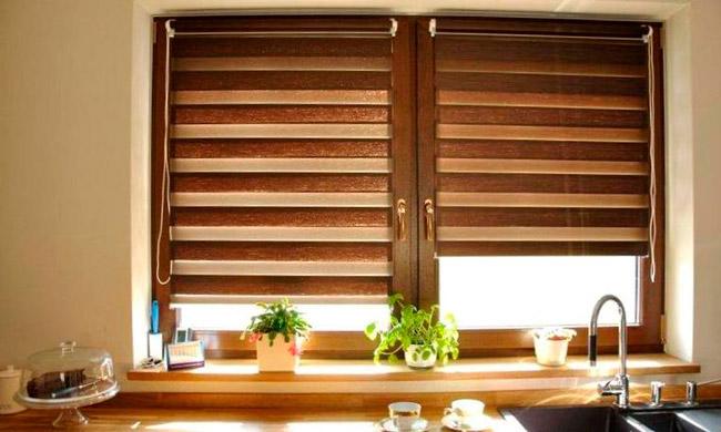 жалюзи на кухню из дерева