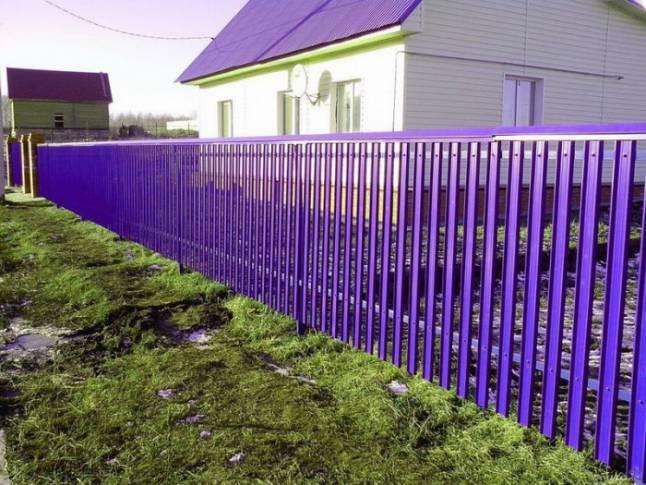 какой краской покрасить забор металлический