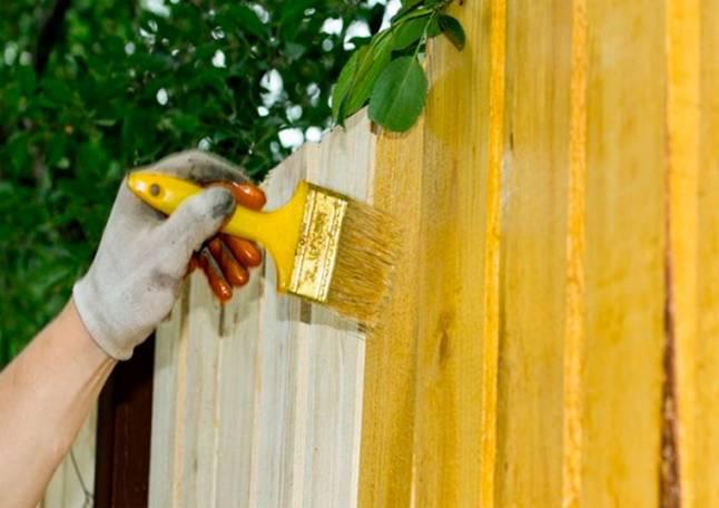 какой краской покрасить забор из дерева