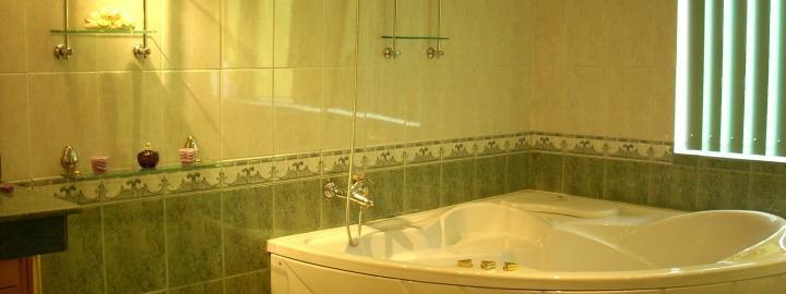 Як заховати труби у ванній під плитку