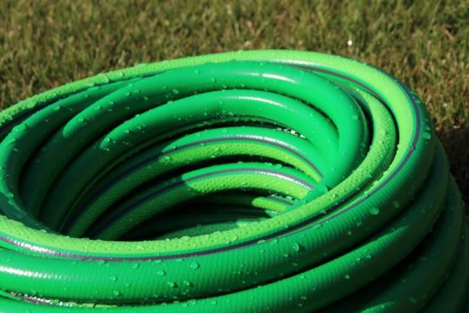 Шланги для полива из ПВХ: особенности и преимущества