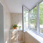 Скління балкона пластиковими вікнами