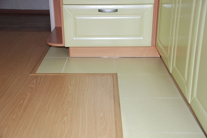 Кладем ламинат на кухонный пол