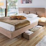 Як вибрати дерев'яне двоспальне ліжко в спальню