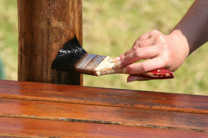 Каким образом можно защитить древесину от разрушения