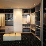 Гардеробные комнаты: преимущества функциональности и качества