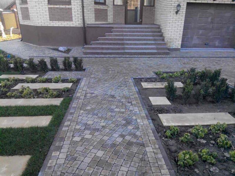 Создание клумб с помощью тротуарной плитки