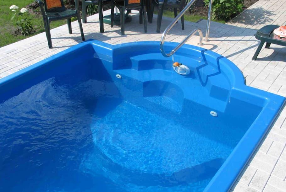 Плюсы бассейнов из пластика
